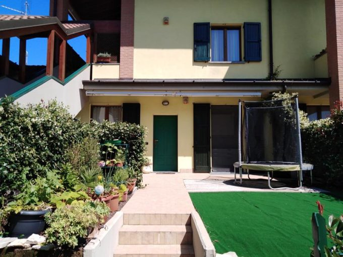 appartamento in villa a romano di lombardia