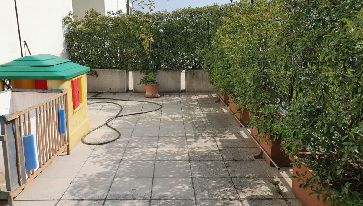 trilocale con giardino a fontanella